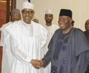 ABU01. Abuja (Nigeria), 25/04/2015.- A photograph made available 25 April 2015 shows president elect Muhammadu Buhari (L) meeting president Goodluck Jonathan (R) in Abuja, Nigeria 24 April 2015. Muhammadu Buhari will be inaugurated as president of Nigeria on 29 May 2015. EFE/EPA/STR