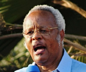 "Edward Lowassa, former prime minister of Tanzania and candidate for the opposition coalition ""the Coalition of Defenders of People's Constitution"" during a rally on August 10, 2015 (AFP Photo/)"