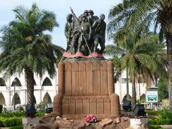 A statue of freedom in Bamako.