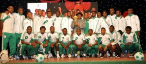 Nigerian President Goodluck Jonathan with victorious Eagles