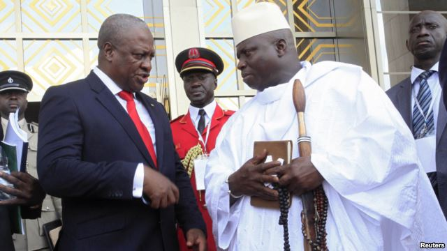 Ghana's President John Dramani Mahama (L) speaks with Gambia's President Yahya Jammeh (R) after a West African regional bloc ECOWAS summit on the crisis in Mali and Guinea Bissau, in Yamoussoukro, Ivory Coast, Feb. 27, 2013.