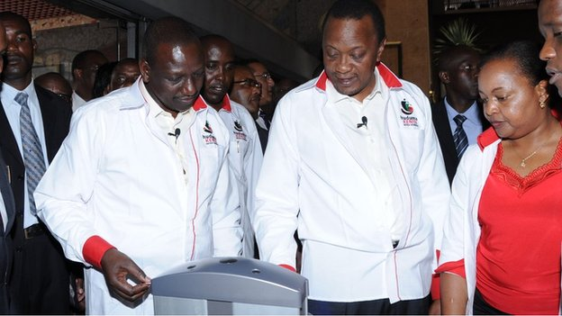 President Uhuru Kenyatta (second right) logged his details at the pilot Huduma centre