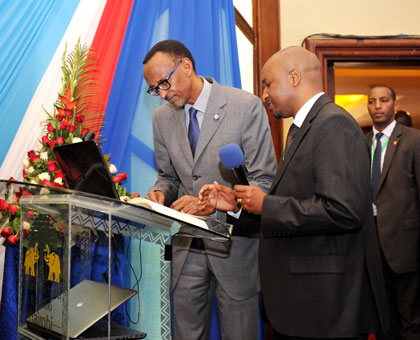 President Kagame logs in to the Kenya National Electronic Window System (Kenya TradeNet) during 5th Northern Corridor Integration Projects Summit in Nairobi yesterday. Village Urugwiro.