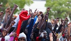 Land-grab-protests-in-Senegal-2012-Photo-Ndimby-Andriantsoavina