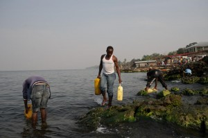 Men fill jerrycans with water from Lake Kivu on the Himbi beach in Goma, in the east of the Democratic Republic of Congo on August 11, 2013 (AFP Photo/Phil Moore)