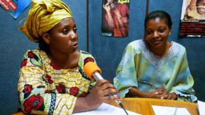 Women from Guinea-Conakry speaking at a local radio station about the problems they face as refugees in the Ivory Coast. Photo by: Ami Vitale / World Bank / CC BY-NC-ND