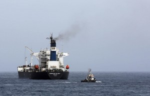 An oil tanker during the unloading of oil in the Libyan sea port of Zawiya on April 4, 2014 (AFP Photo/Mahmud Turkia)