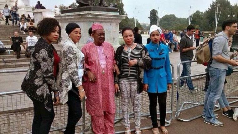 The king and his queens visit Buckingham. Photo: Naijapals.cm
