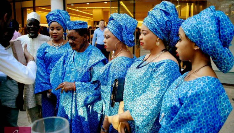 The Alaafin and his Oloris shopping in London. Photo: Naijapals.com