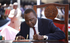 President Uhuru Kenyatta to appear at Hague for status conference on 8 October, 2014 (file photo).