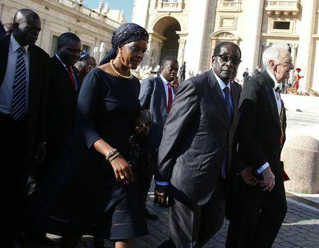 Zimbabwe's President Robert Mugabe (2nd R) and his wife Grace arrive to attend a mass for the beatification of former pope Paul VI in St. Peter's square at the Vatican October 19, 2014. REUTERS/Tony Gentile