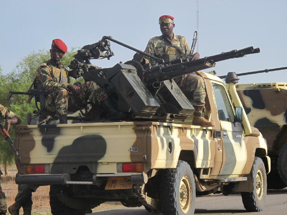 A convoy of Cameroonian soldiers reinforces the military against Boko Haram militants in Dabanga, on June 17, 2014. (AFP Photo/Reinnier Kaze)
