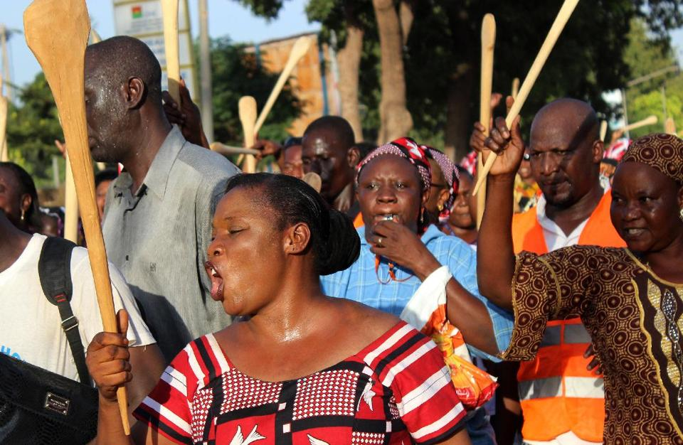 Women holding spatulas in their hands attend a demonstration in Ouagadougou organised by the opposition against a proposal to amend the constitution to extend President Blaise Compaore's 27-year-rule on October 27, 2014 (AFP Photo/Romaric Hien)