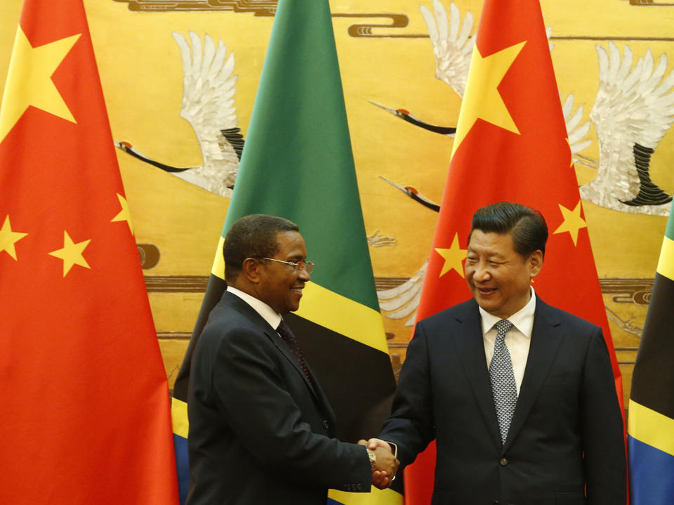 Tanzania's President Jakaya Kikwete (L) and Chinese President Xi Jinping (R) shake hands during a signing ceremony in Beijing on October 24, 2014 (AFP Photo/Takaki Yajima)