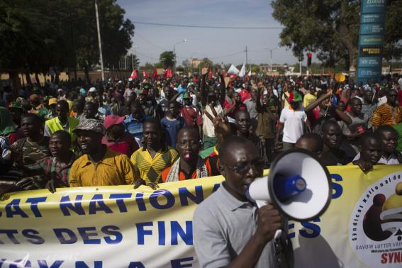 People march against Burkina Faso President Blaise Compaore's plan to change the constitution to stay in power in Ouagadougou, capital of Burkina Faso, October 29, 2014. CREDIT: REUTERS/JOE PENNEY