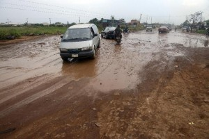 Motorists drive along on waterlogged bumpy Ikorodu-Shagamu road, in Ogijo, Nigeria's Ogun State, on October 23, 2014 (AFP Photo/Pius Utomi Ekpei)