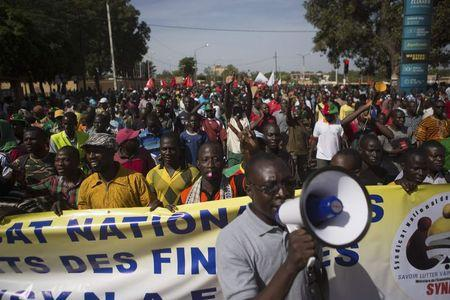 People march against Burkina Faso President Blaise Compaore's plan to change the constitution to stay in power in Ouagadougou, capital of Burkina Faso, October 29, 2014. REUTERS/Joe Penney