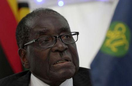 Zimbabwe President Robert Mugabe speaks at the 34th Southern African Development Conference (SADC) summit in Victoria Falls, August 18, 2014. REUTERS/Philimon Bulawayo