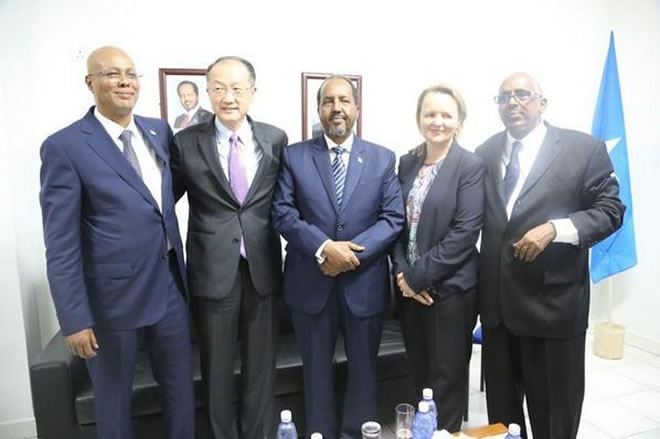 Somali President Hassan Sheikh Mohamud (center) with United Nations Secretary-General Ban Ki-moon (second from left) and delegates from the Islamic Development and World Banks in Mogadishu on Oct. 29, 2014.