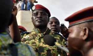 Burkinabe Lieutenant-Colonel Issaac Zida of the presidential guard reads a press release by the army chief after the resignation of Burkina Faso's president in Ouagadougou on October 31, 2014 (AFP Photo/Issouf Sanogo)