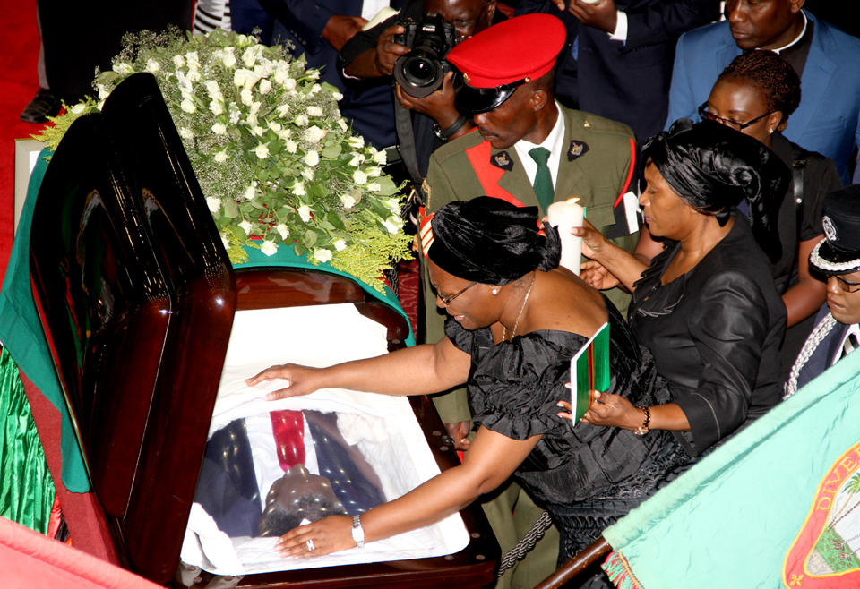 First Lady Dr Christine Kaseba views the body of Zambia's late president Michael Sata at Mulungushi International Conference Center in Lusaka on November 2, 2014. Sata died in London on October 28, 2014 (AFP Photo/Chibala Zulu)