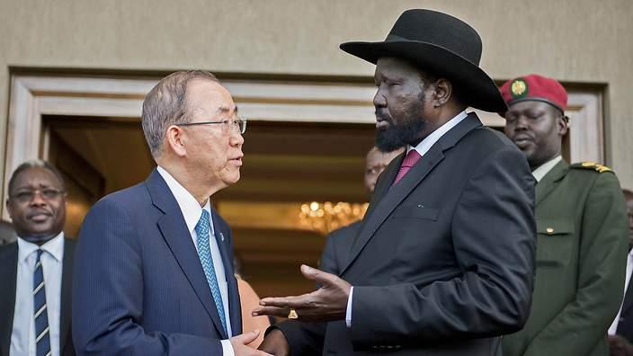 UN Secretary General Ban Ki-moon (L) talks with South Sudan's President Salva Kiir (R) in Juba on May 6, 2014 (AAP)