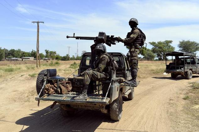 Cameroonian soldiers patrol in Amchide, northern Cameroon on November 12, 2014, 1 km from Nigeria ©Reinnier Kaze (AFP/File)