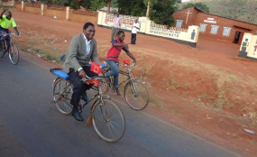 Photo: Zambia Reports Opposition candidate Hakainde Hichilema cycles along a street in Zambia (file photo).