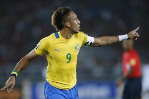 Gabon's Pierre-Emerick Aubameyang celebrates after scoring during their Group A soccer match against Burkina Faso at the 2015 African Cup of Nations in Bata January 17, 2015.. REUTERS/Mike Hutchings (EQUATORIAL GUINEA - Tags: SPORT SOCCER)