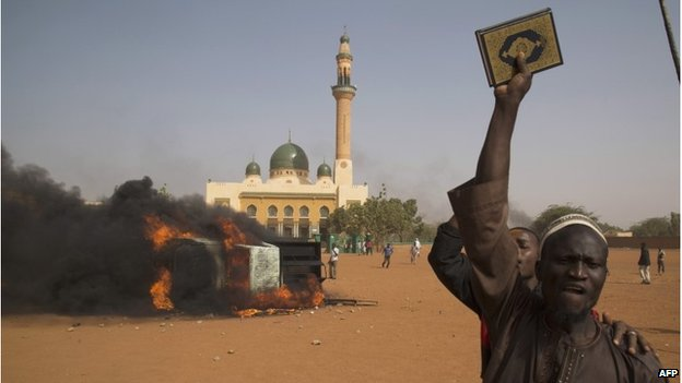 Police earlier fired tear gas to disperse some 1,000 youths in front of Niamey's grand mosque
