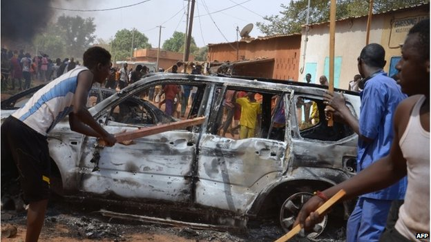 The French embassy has called on its nationals living in Niamey to remain at home