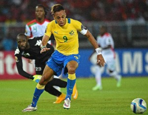 Gabon's forward Pierre-Emerick Aubameyang controls the ball on his way to score a goal during the 2015 African Cup of Nations group A football match between Burkina Faso and Gabon at Bata Stadium in Bata on January 17, 2015 (AFP Photo/Carl de Souza)