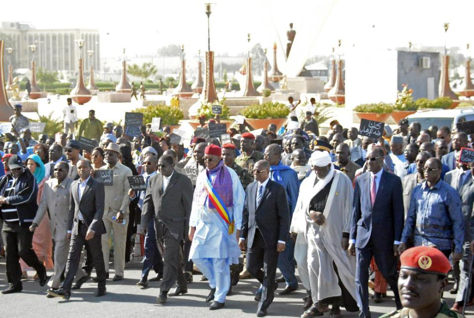 Chad's Prime Minister Kalzeube Pahimi Deubet (C) leads a rally in N'Djamena on January 17, 2015, showing support for a decision to send troops to fight Nigeria's Boko Haram Islamists (AFP Photo/)