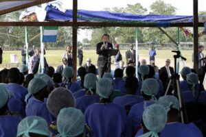 UN Secretary General Ban Ki-Moon visits an Ebola treatment unit in Freetown, Sierra Leone, on December 19, 2014 (AFP Photo/Evan Schneider)