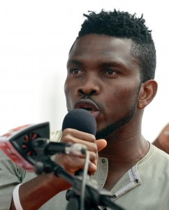 Former skipper of Nigerian national football team Joseph Yobo speaks to support Nigerian President and Presidential candidate of the ruling People's Democratic Party Goodluck Jonathan during a rally in Lagos on January 8, 2015 (AFP Photo/Pius Utomi Ekpei)