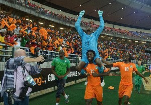 Ivory Coast's forward Wilfried Bony carries goalkeeper Boubacar Barry on his shoulders as they celebrate with forward Gervinho (R) after winning the 2015 African Cup of Nations final on February 8, 2015 (AFP Photo/Carl de Souza)