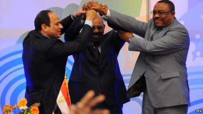 Egypt's leader (l) signed the deal, despite expressing reservations