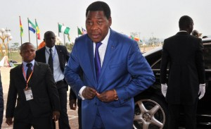 Benin President Thomas Yayi Boni arrives at the Felix Houphouet-Boigny Foundation center in Yamoussoukro, Ivory Coast, on March 28, 2014 (AFP Photo/Issouf Sanogo)