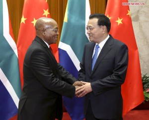 Chinese Premier Li Keqiang (R) meets with South African President Jacob Zuma at the Great Hall of the People in Beijing, capital of China, Dec. 4, 2014.