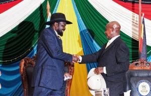 President Salva Kiir (left) shakes hands with Uganda's President Yoweri Museveni (right) after signing a peace agreement in Juba, on August 26, 2015 (AFP Photo/Charles Lomodong)