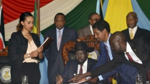 FILE - S. Sudan President Salva Kiir, seated, signs a peace deal as Kenya's President Uhuru Kenyatta, center-left, Ethiopia's Prime Minister Hailemariam Desalegn, center-right, and Uganda's President Yoweri Museveni, right, look on in Juba, S. Sudan, Aug. 26, 2015.