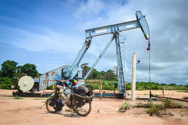 Tapping Angola oil in Zaire province. Photograph by jbdodane.