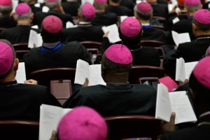 Bishops attend the second morning session of the Synod on the Family at the Vatican on October 6, 2015 (AFP Photo/Andreas Solaro)