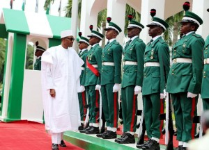 Nigerian president Mohammadu Buhari (L) inspects guards of honour as part of Nigeria's independence anniversary celebrations on October 1, 2015 in Abuja (AFP Photo/Philip Ojisua)