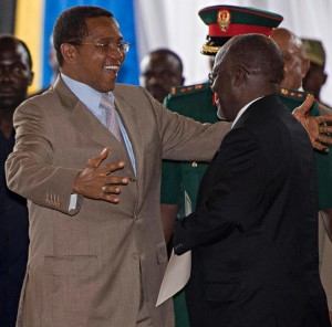 Tanzania's outgoing President Jakaya Kikwete (L) embraces president-elect John Magufuli during an official ceremony to announce Magufuli's victory after presidential elections in Dar es Salaam October 30, 2015 (AFP Photo/Daniel Hayduk)