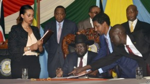 FILE - South Sudan President Salva Kiir, seated, signs a peace deal as Kenya's President Uhuru Kenyatta, center-left, Ethiopia's Prime Minister Hailemariam Desalegn, center-right, and Uganda's President Yoweri Museveni, right, look on in Juba, South Sudan, Aug. 26, 2015. President Salva Kiir and his former vice president and rebel leader Riek Machar failed to form a unity transitional government on Jan. 23, 2016