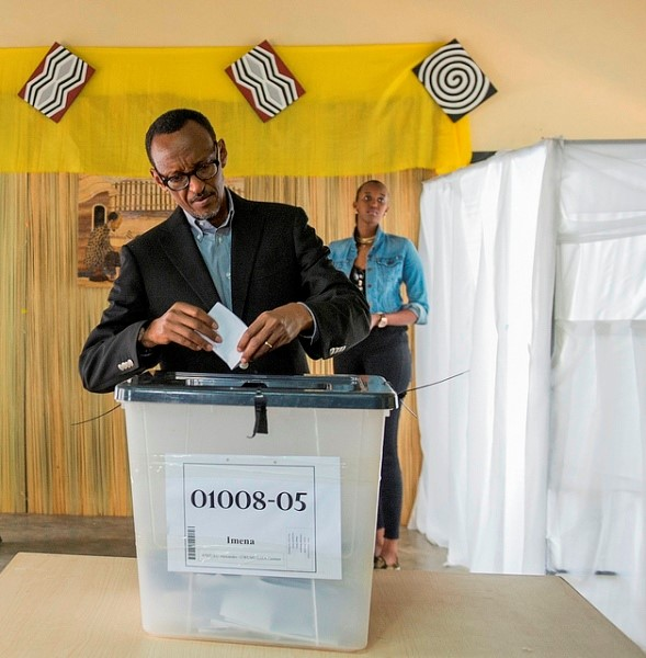 Kagame casting his vote in the national referendum late last year
