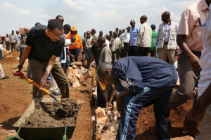 President Paul Kagame joins residents in Umuganda to build homes for the needy. Photo: Paul Kagame Flickr