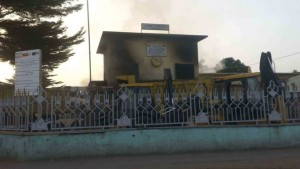 A government office in the Makelekele district of Brazzaville was set on fire early on Monday morning