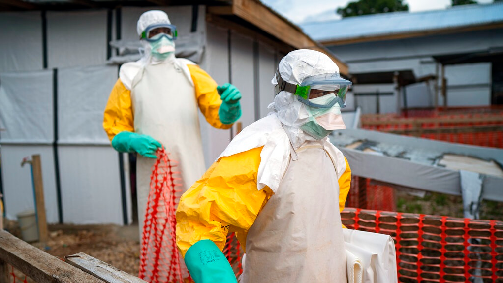 Health workers fighting Ebola outbreak in DRC